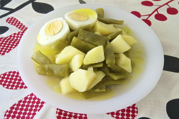 Hervido De Judías Verdes Con Patatas Y Huevos