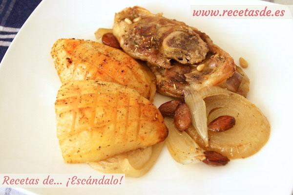 Asado de chuletas de cordero al horno con patatas y almendras
