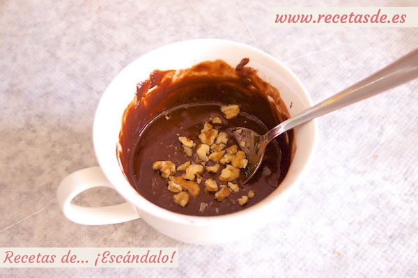 Brownie de chocolate y nueces a la taza en microondas