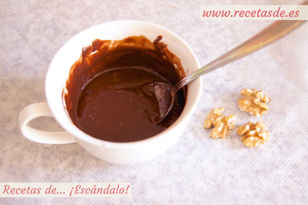 Brownie de chocolate y nueces a la taza, mug cake