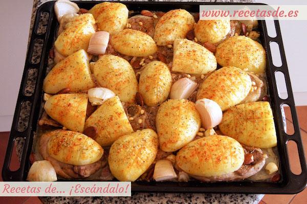 Cómo hacer asado de chuletas de cordero al horno con patatas y almendras