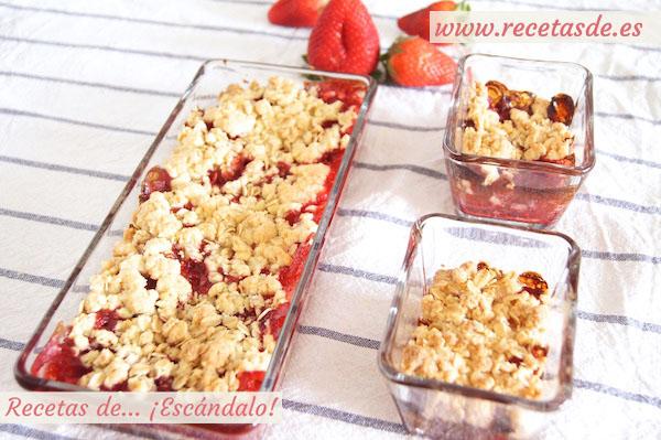 Receta de crumble de fresas, recién salido del horno