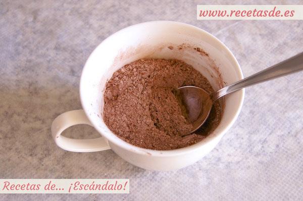 Mug cake brownie de chocolate y nueces