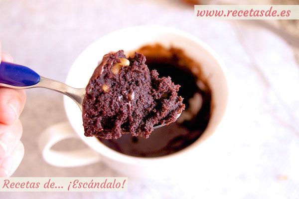 Receta de mug cake brownie de chocolate y nueces al microondas en taza.jpg