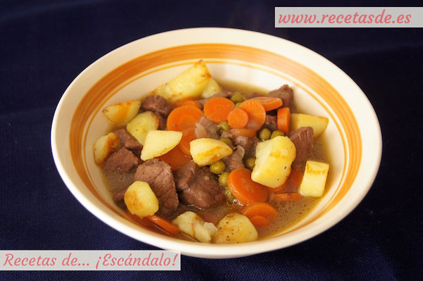 Receta de estofado de ternera guisada en salsa a la jardinera con patatas