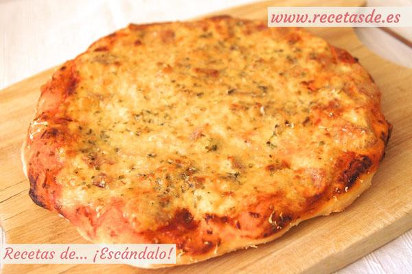 Receta de pizza carbonara con masa de pizza casera