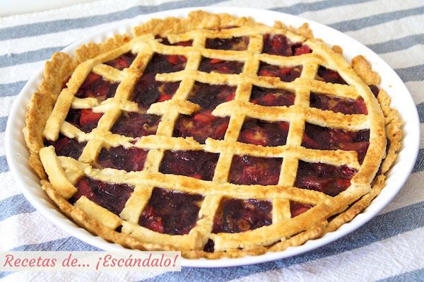 Receta de tarta de cerezas americana o Cherry Pie recién horneada