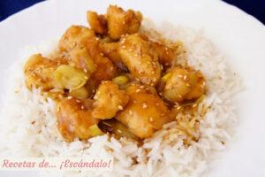 Pollo a la naranja al estilo chino con arroz basmati