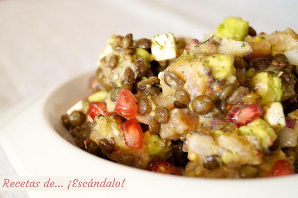 Receta de ensalada de legumbres con salmon y aguacate