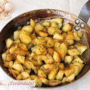 Patatas fritas al ajillo