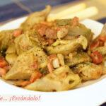 Alcachofas con jamón y cebolla