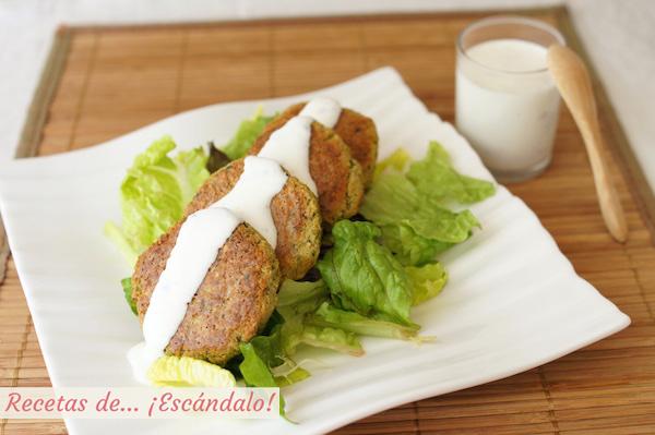Receta de falafel al horno con salsa de yogur casera