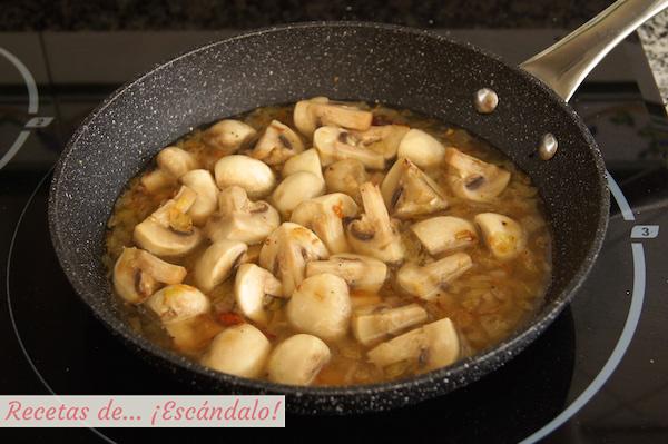 Como preparar champiñones en salsa