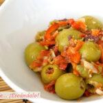 Aceitunas aliñadas con vinagreta de mostaza y pimiento rojo