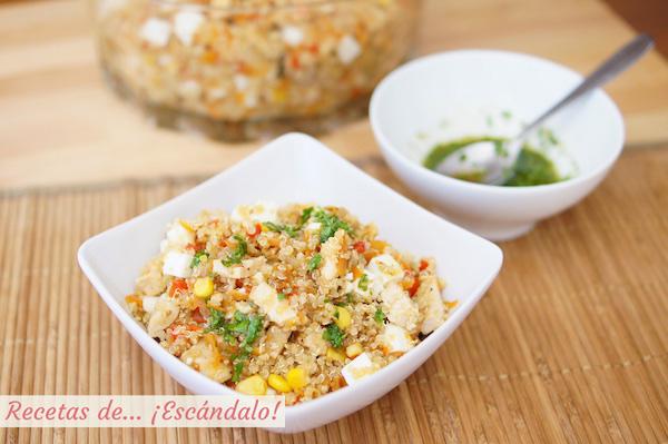 Ensalada de quinoa con verduras, pollo y aliño thai, receta
