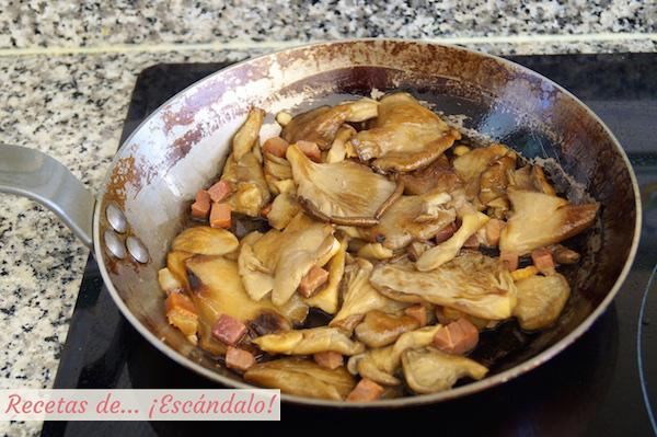 Como hacer setas al ajillo con jamon, receta muy facil