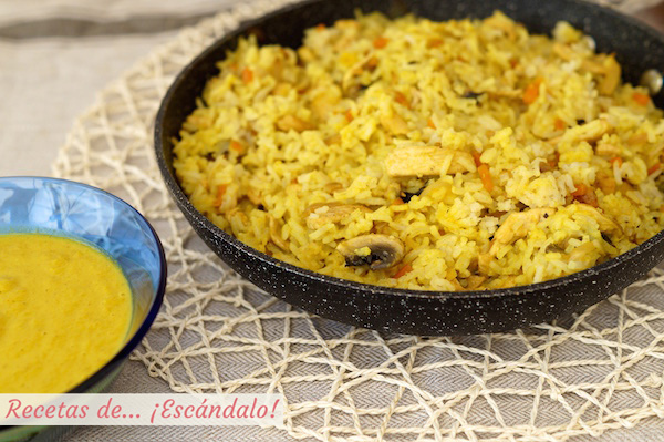 Receta de arroz al curry con pollo y verduras
