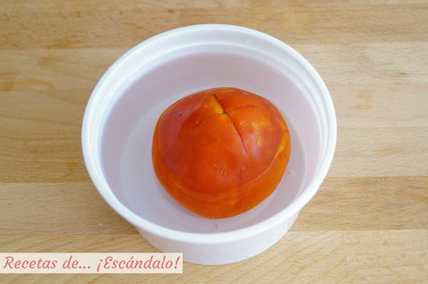 Como escandar un tomate en el microondas
