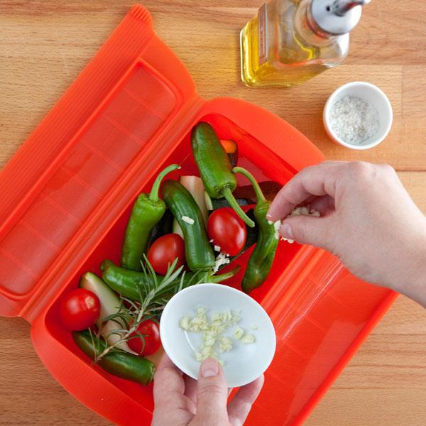 3400600R10U004-Estuche-cocinar-al-vapor-1-2-personas-lekue-rojo-3