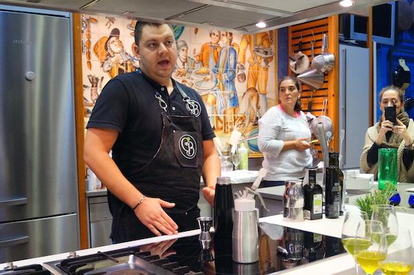 Cocteles con Gerardo Belanzauran de tagora cocktail bar