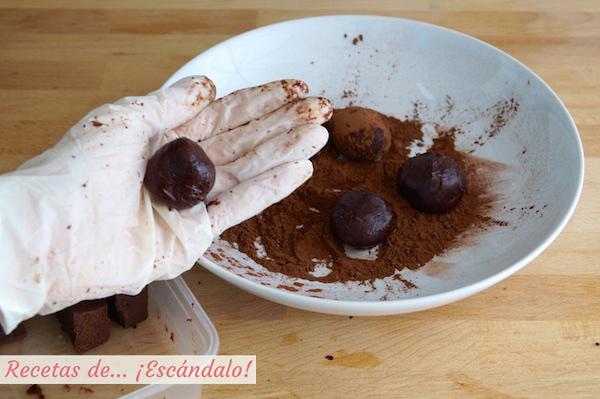 Elaborando las trufas de chocolate