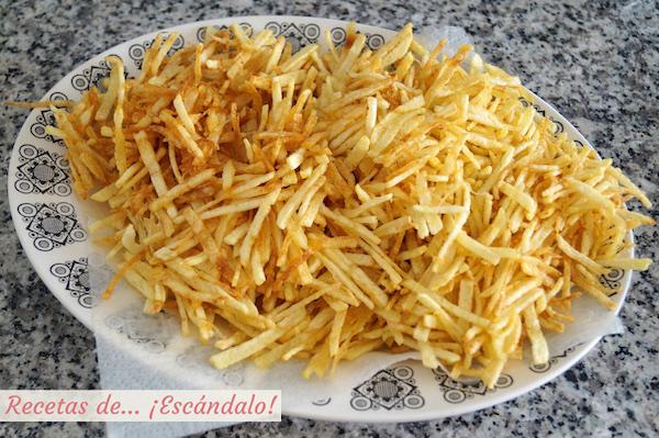 Patatas paja fritas para el bacalao dorado
