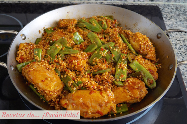 Sofrito, pollo y judias verdes para el arroz con pollo