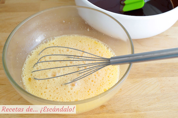 Huevos y azucar para coulant de chocolate
