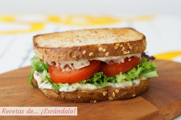 Sandwich vegetal con atun y mayonesa