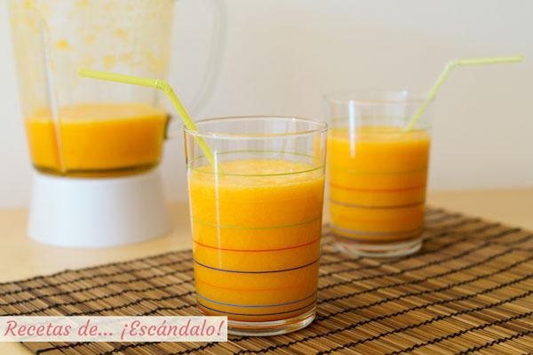Smoothie de zanahoria, naranja y jengibre, un batido de frutas saludable