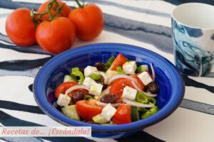 Ensalada griega con queso feta, la receta original que comi en Santorini