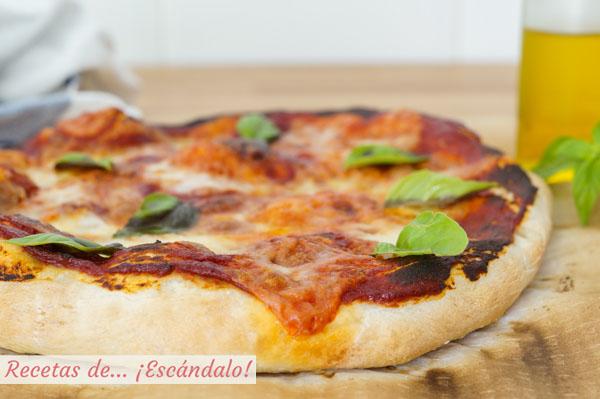 Receta de pizza margarita con masa de pizza casera