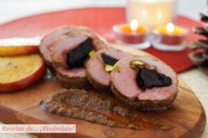 Solomillo de cerdo relleno al horno con manzana y salsa de cebolla al Oporto