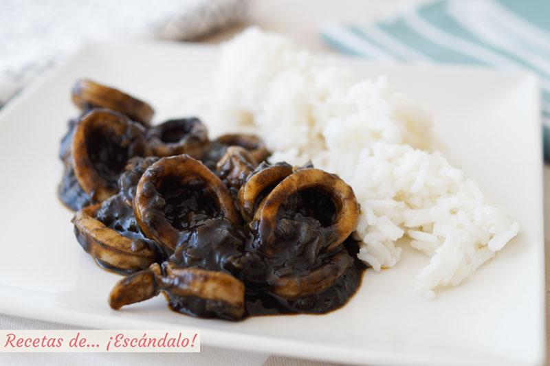 Calamares en su tinta con arroz blanco. Receta paso a paso