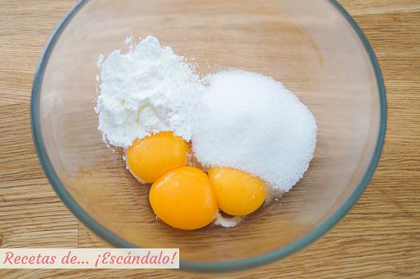 Huevos y azucar para natillas caseras