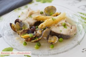 Merluza a la vasca o merluza en salsa verde. Receta tradicional