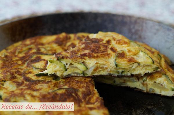 Receta facil y muy rica de tortilla de calabacin y cebolla