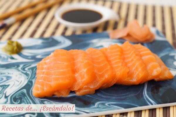 Receta de sashimi de salmon con wasabi, jengibre y salsa de soja