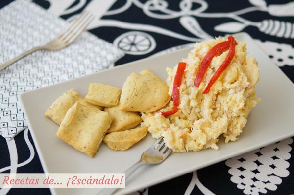 Prepara una ensaladilla rusa tradicional. Receta e ingredientes