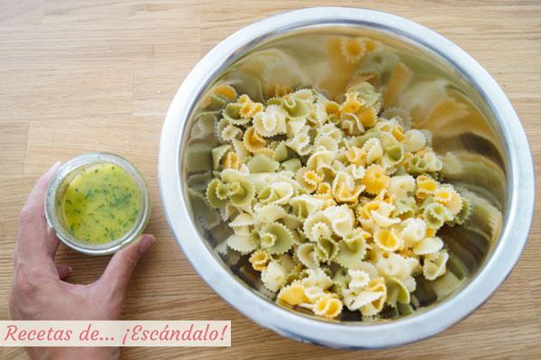 Ensalada de pasta con alino de hierbabuena y lima
