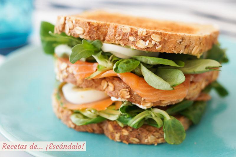 Sandwich Ses Illetes de salmon, aguacate y huevo duro