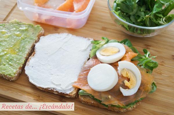 Sandwich de salmon con aguacate y huevo duro