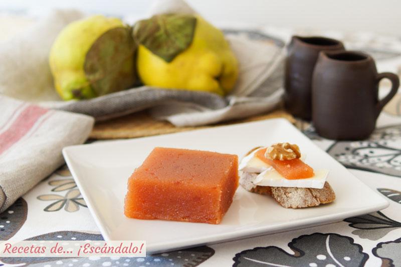 Dulce de membrillo casero o carne de membrillo. Receta tradicional