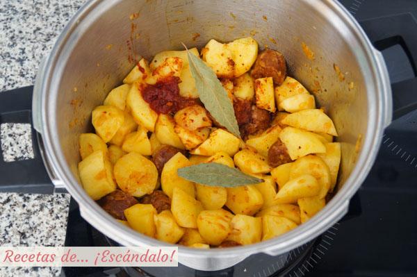 Guiso de patatas con chorizo a la riojana