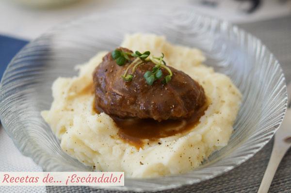 Receta de carrilleras de cerdo en salsa con pure de patatas cremoso