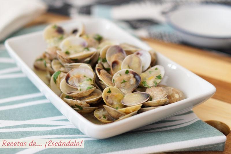 Almejas en salsa verde. Receta de aperitivo facil y saludable