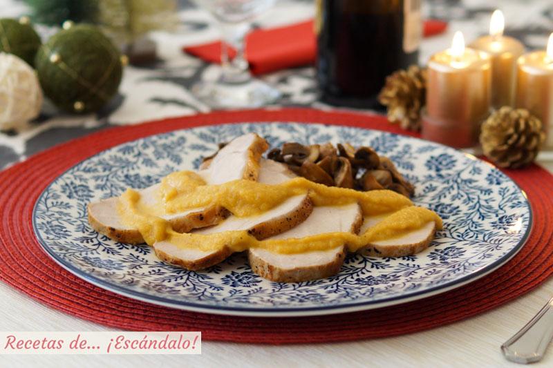 Lomo de cerdo al horno con salsa de manzana, canela y verduras