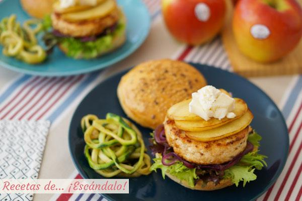 Receta de hamburguesas de pollo con manzana a la plancha, queso de cabra y pan casero