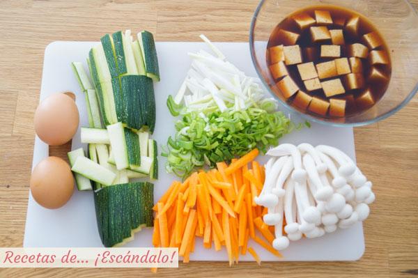 Verduras y tofu marinado para el wok