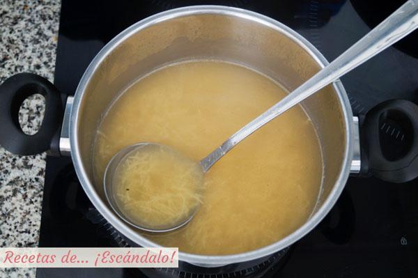 Sopa de cocido madrileño con fideos